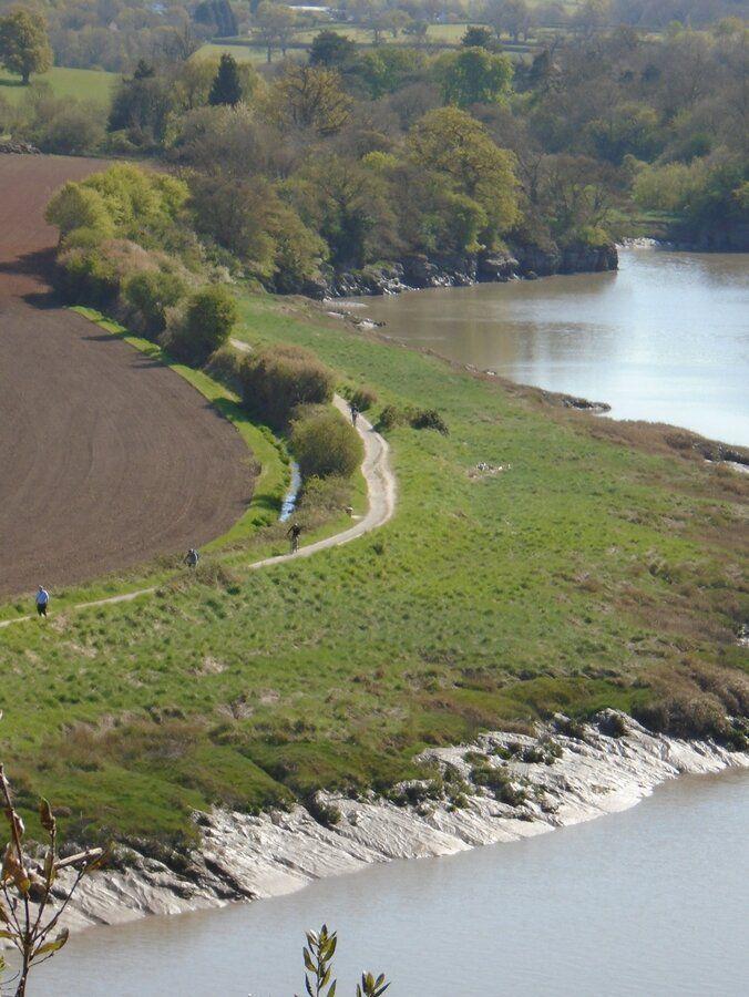 210422-763  Horseshoe Bend  downstream - tele cyclists .JPG