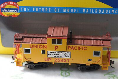Athearn-75196-UP-Union-Pacific-Wide-Vision-Caboose.jpg