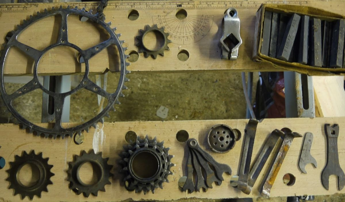 Bates+Spare+Parts,+Sprockets,+Brake+Blocks+&+Tools.JPG