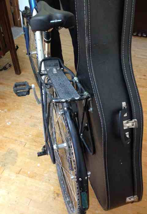 Guitar-pannier-finished-on-bike.jpg