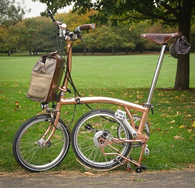 his-and-her-bromptons-01.jpg