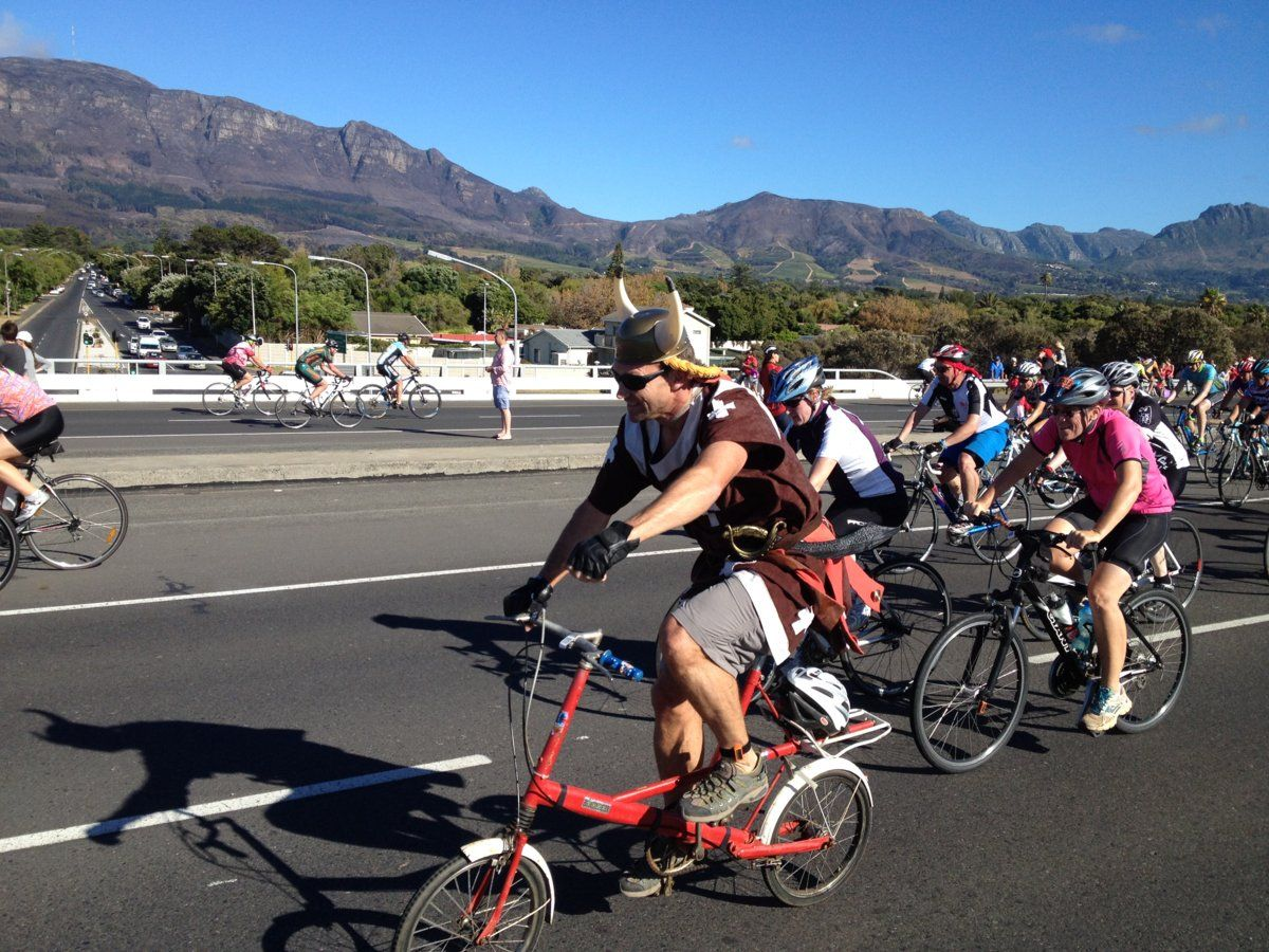 kapor-cape-argus-cycle-tour-topless-girls-god-war