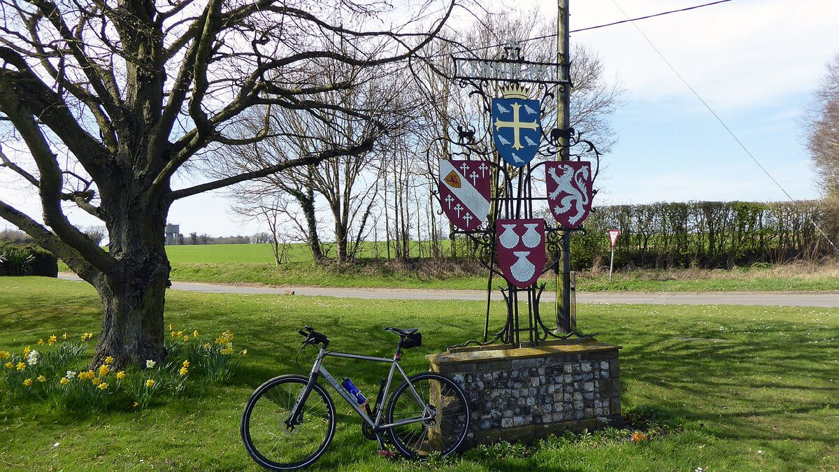 Kenninghall village sign.JPG