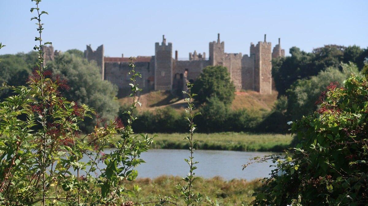 Large-framlingham-castle.jpg