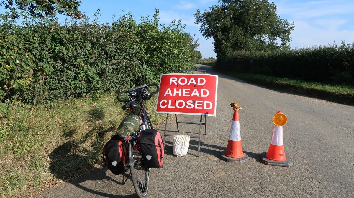 Large-road-closed.jpg