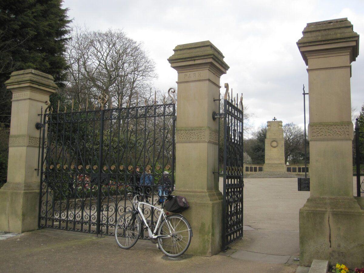 Large_Clifton Park gates.JPG