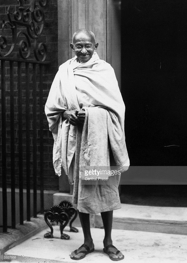 mahatma-gandhi-walking-photos-13.jpg
