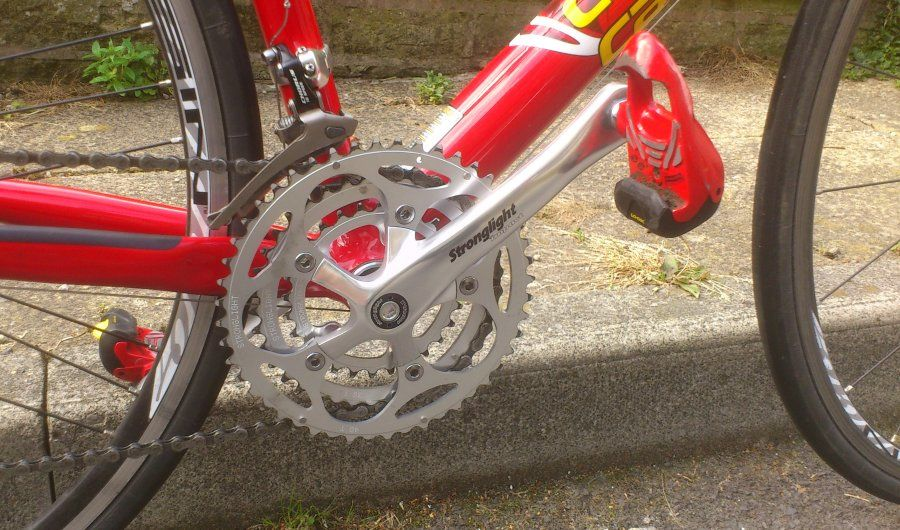New Stronglight triple chainset and Look Delta pedals on Cannondale CAAD5.jpg