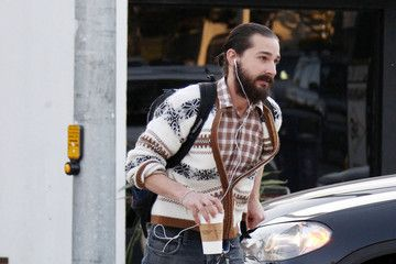 Shia+LaBeouf+hides+out+plain+sight+beard+coffee+rNpECscv564m.jpg