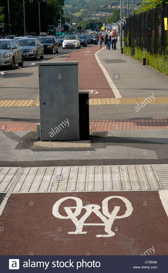 street-furniture-obstruction-to-the-cycle-path-penistone-road-hillsborough-CT95G6.jpg